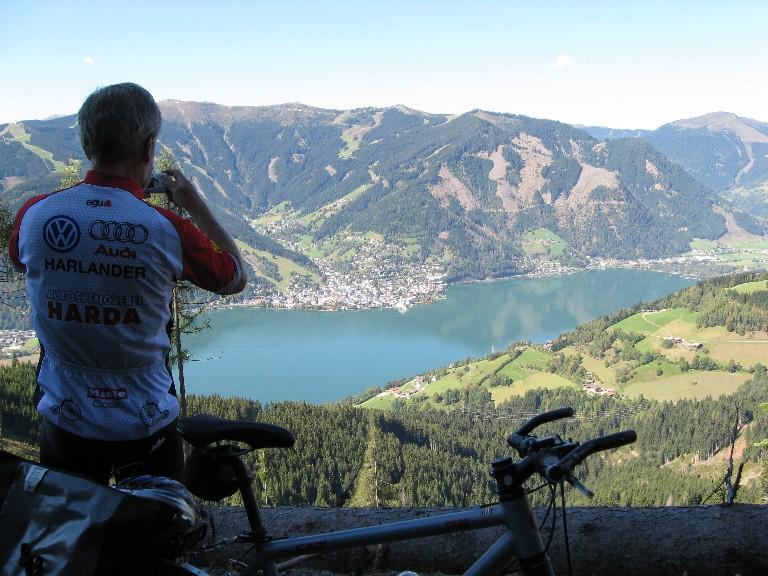 Foto: mucho / Mountainbike Tour / Hundstein-Runde / Blick auf Zell am See / 26.09.2007 21:05:03