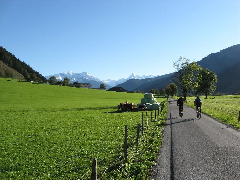 Foto: mucho / Mountainbike Tour / Hundstein-Runde / Auf der Rückfahrt bei Schloss Kammern / 26.09.2007 21:13:38