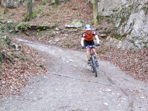 Foto: hofchri / Mountainbike Tour / Rund um den Schafberg - über den Falkenstein / steiler Downhill vom Falkenstein / 06.07.2009 19:57:51