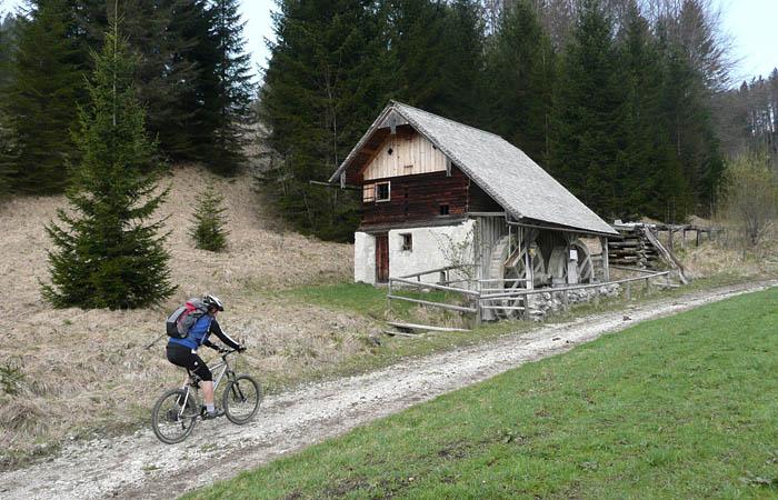 Foto: Lenswork.at / Ch. Streili / Mountainbike Tour / Rund um den Gaisberg / Mühlenweg / 13.04.2008 20:27:59