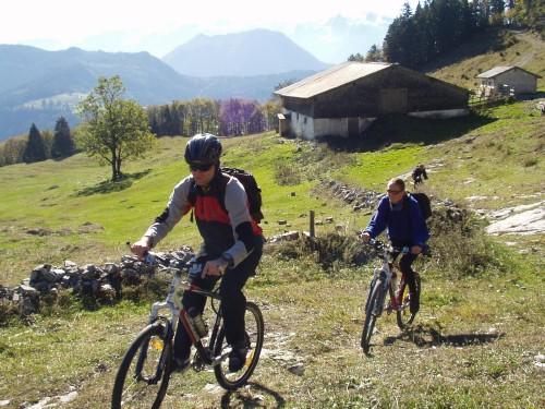 Foto: hofchri / Mountainbike Tour / Rund um den Schlenken / anfangs ist der Weg zur Tenneralm auch noch fahrbar / 07.07.2009 18:39:29