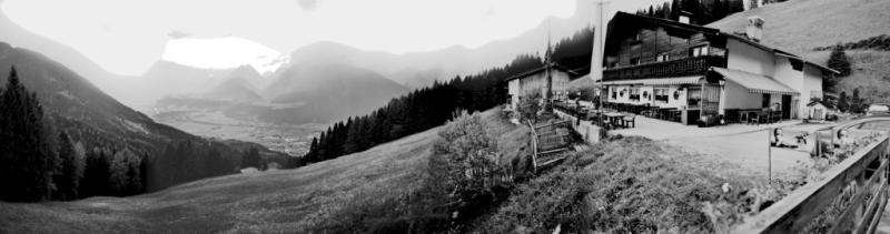 Foto: privatemica / Mountainbike Tour / Schwaz-Pirchneraste / Am Ende Einkehrschwung im Alpengasthof Pirchnerast. Sehr gemütliche Terasse mit Blick aufs Inntal Richtung Innsbruck. / 24.06.2008 14:36:36