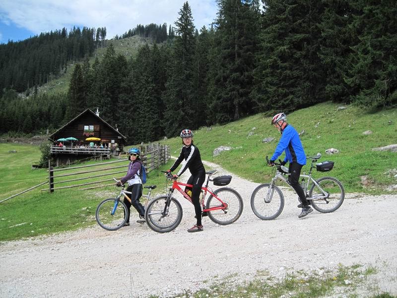 Foto: Heidi Schützinger / Mountainbike Tour / Iglmoosrunde / Auch die Iglmoosalm lädt zur Einkehr ein. / 08.08.2010 16:23:55