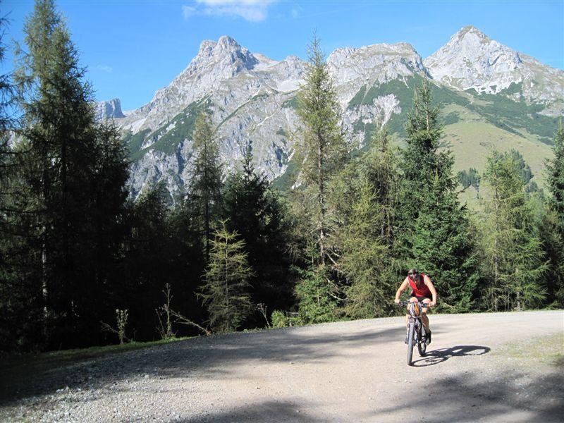 Foto: Heidi Schützinger / Mountainbiketour / Almrunde am Ladenberg / schöne Ausblicke und Rundblicke bei dieser Tour / 20.09.2014 15:48:27