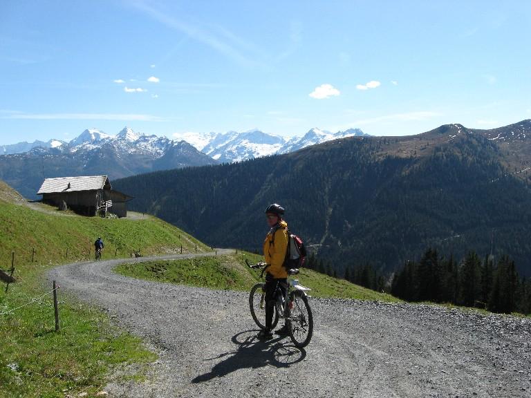 Foto: mucho / Mountainbike Tour / Panoramarunde / Abfahrt in den Mühlbachgraben / 26.09.2007 20:48:50