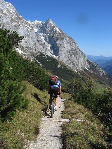 Foto: Lenswork.at / Ch. Streili / Mountainbike Tour / Jochalm Route / Abfahrt vom Carl v. Stahlhaus / 26.09.2007 09:49:08