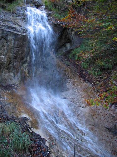 Foto: Lenswork.at / Ch. Streili / Mountainbike Tour / Jochalm Route / Wasserfall bei der Auffahrt / 26.09.2007 09:51:05
