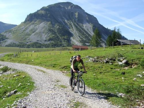 Foto: hofchri / Mountainbike Tour / Osterhorn Route / auf der Genneralm / 06.07.2009 19:44:01