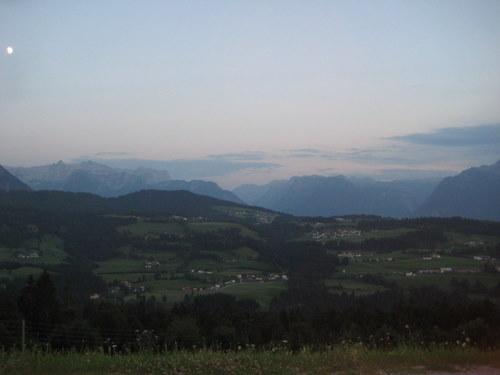 Foto: http / Mountainbike Tour / Schlenken Route / Das Stück zwischen Formau und Schlenkenalm ist etwas anspruchsvoller und mit dem Trekkingbike grenzwertig, jedoch ist es nicht sehr weit und man kann ja auch Stückweise schieben falls man Gleichgewichtsprobleme bekommt. Der Ausblick und die nette Atmosphäre auf der Schlenkenalm zahlen es zurück...  / 22.07.2010 19:55:25