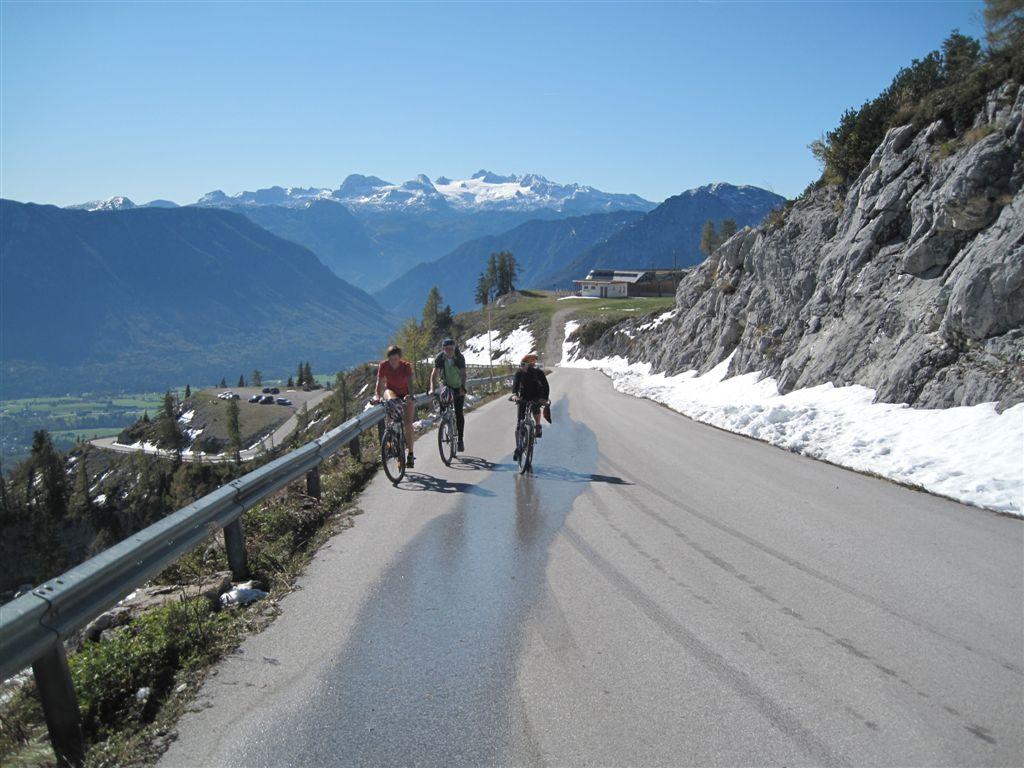 Foto: Heidi Schützinger / Mountainbike Tour / Loserstraße / Wunderbare Ausblicke während der Auffahrt zum Dachsteingletscher / 15.10.2011 18:11:56