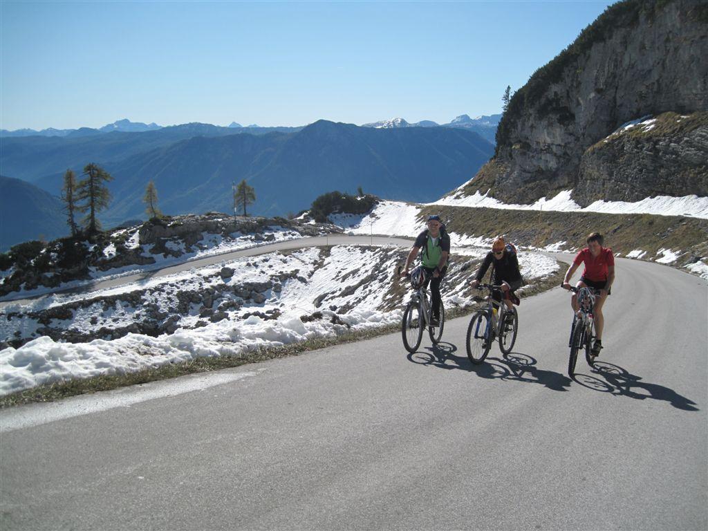 Foto: Heidi Schützinger / Mountainbike Tour / Loserstraße / An diesem Oktobertag nützen wir die wärmenden Strahlen um die Mittagszeit. / 15.10.2011 18:09:45