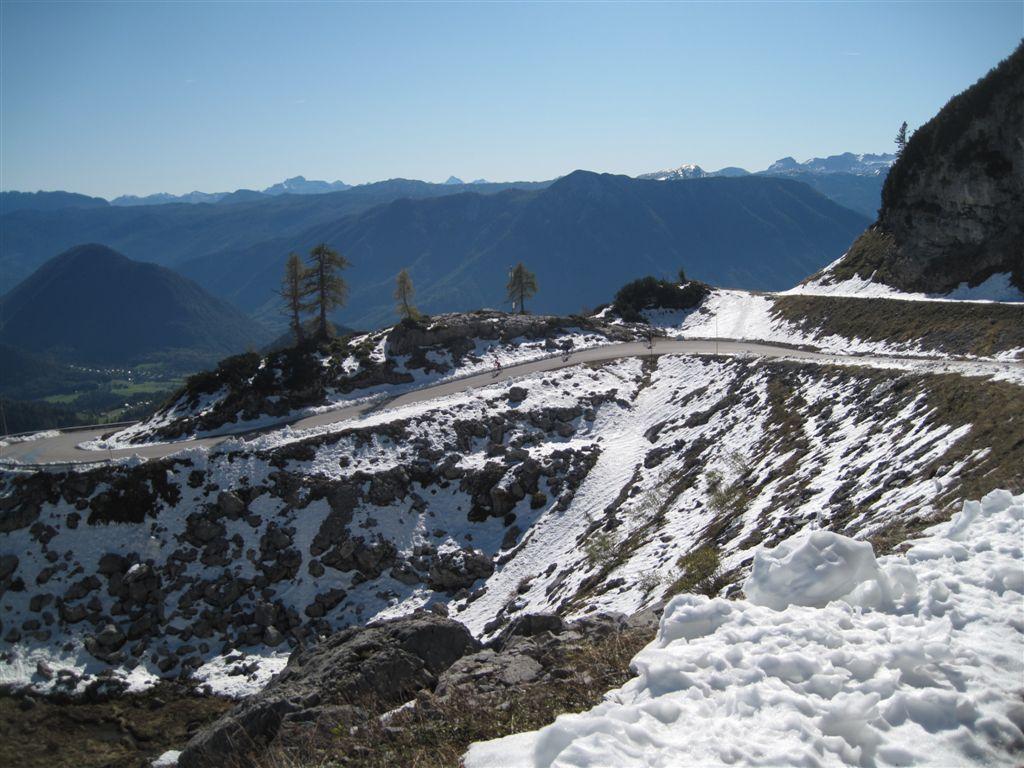 Foto: Heidi Schützinger / Mountainbike Tour / Loserstraße / Ab der Loserhütte lag heute noch der Schnee der vergangenen Schlechtwetterphase / 15.10.2011 18:06:19