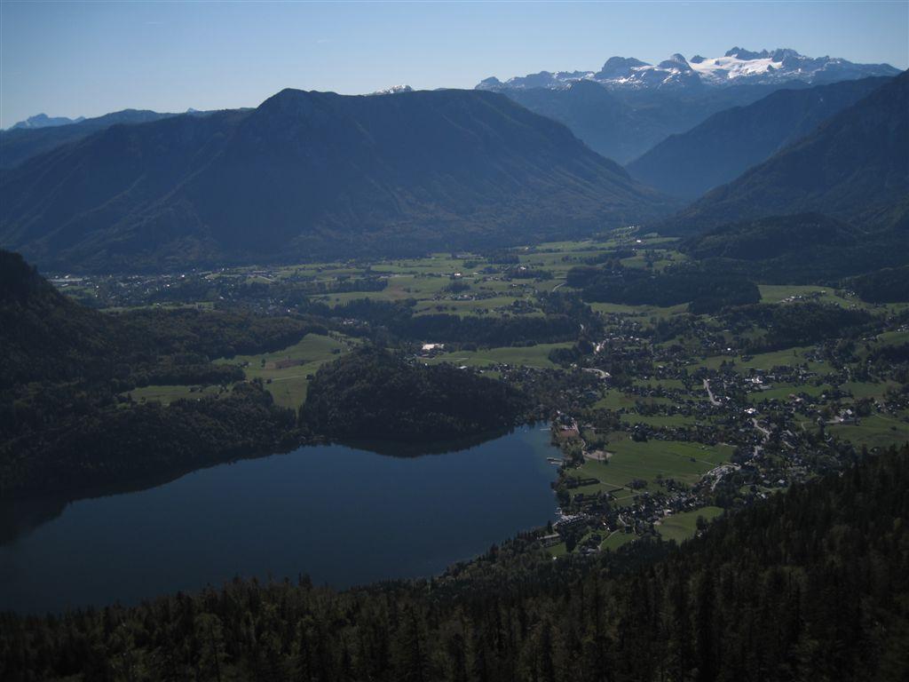 Foto: Heidi Schützinger / Mountainbike Tour / Loserstraße / Es ergeben sich immer wieder schöne Tiefblicke zum Altaussersee / 15.10.2011 18:05:07
