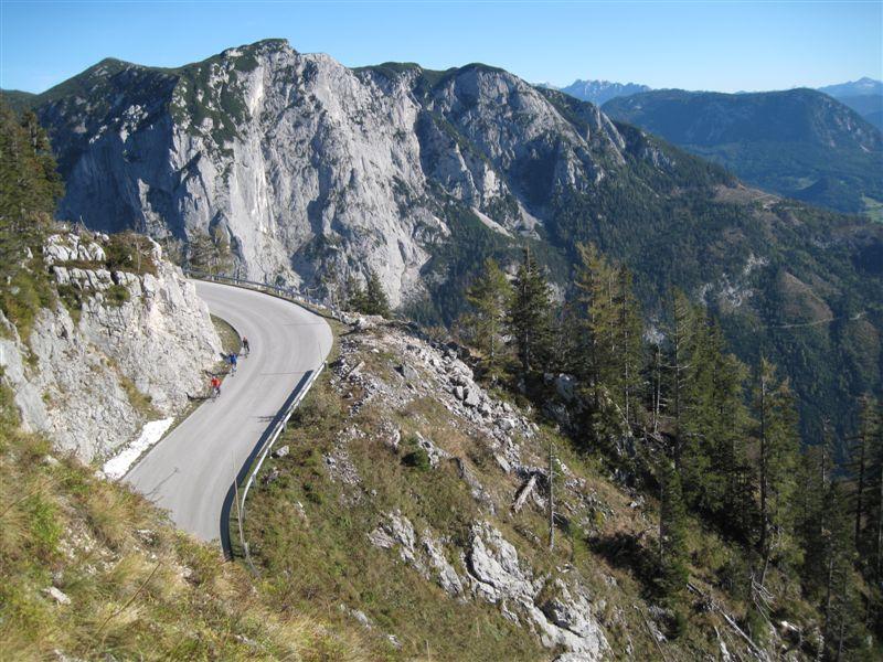 Foto: Heidi Schützinger / Mountainbike Tour / Loserstraße / Rasante Abfahrt über die Loser Mautstraße / 15.10.2011 18:04:35