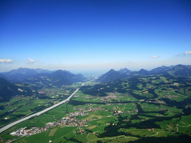 Foto: Günter Siegl / Wander Tour / Naunspitze über Vorderkaiserfeldenhütte / Inn als Grenzfluss: links Deutschland, rechts Österreich / 22.07.2016 17:35:03