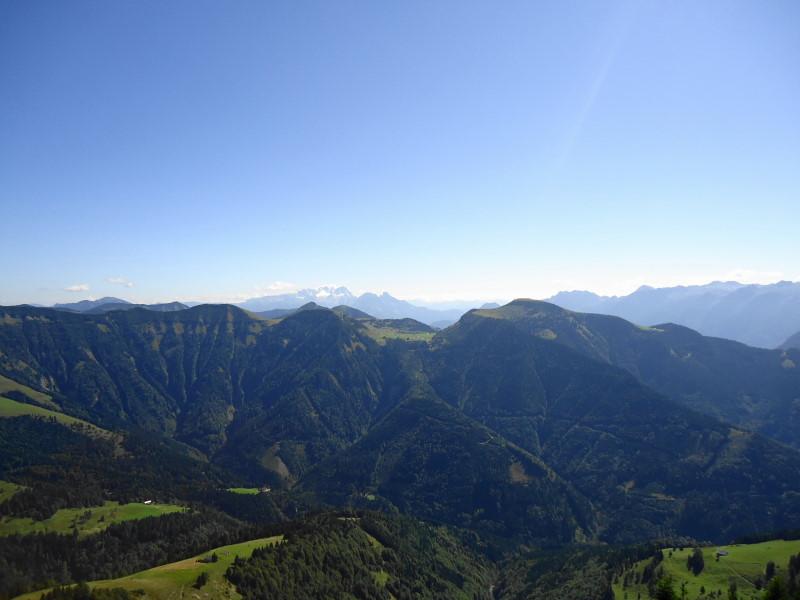 Foto: Günter Siegl / Wander Tour / Schlenken - Schmittenstein - Überschreitung / Trattberg rechts gegenüber, Dachstein im Hintergrund / 26.09.2014 19:27:14