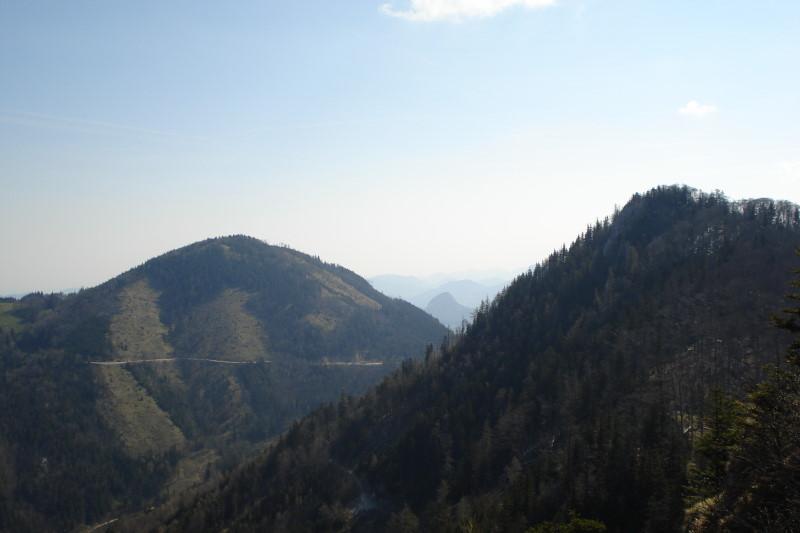 Foto: Günter Siegl / Wander Tour / Über die Mollnerhütte auf das Dürre Eck / Blick vom Gipfel auf Hochbuchberg (links) und Gaisberg (rechts). / 18.04.2011 09:42:19