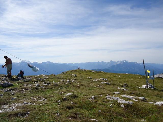 Foto: Günter Siegl / Wandertour / Über die Feichtau auf den Hohen Nock / Im Hintergrund: links Warscheneck, rechts Priel / 17.09.2012 21:03:07