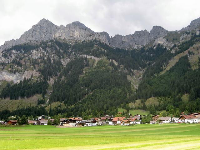 Foto: Wolfgang Lauschensky / Wander Tour / Normalweg auf den Gimpel / Nesselwängle, Gimpelhaus und Gimpel links / 19.11.2011 18:28:43