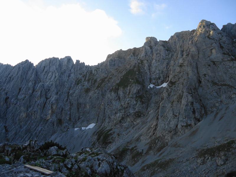 Foto: Günter Siegl / Wander Tour / Von Norden auf die Ackerlspitze / Anstieg Ackerlspitze rechts der Bildmitte. / 10.08.2016 20:19:31