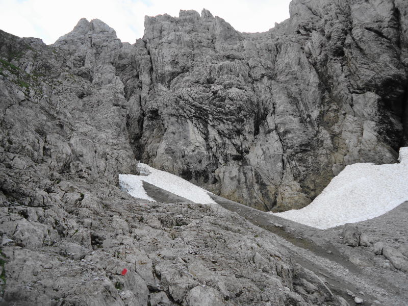 Foto: Günter Siegl / Wander Tour / Von Norden auf die Ackerlspitze / Endlich Felsen nach der Schuttrinne.  / 10.08.2016 20:15:20