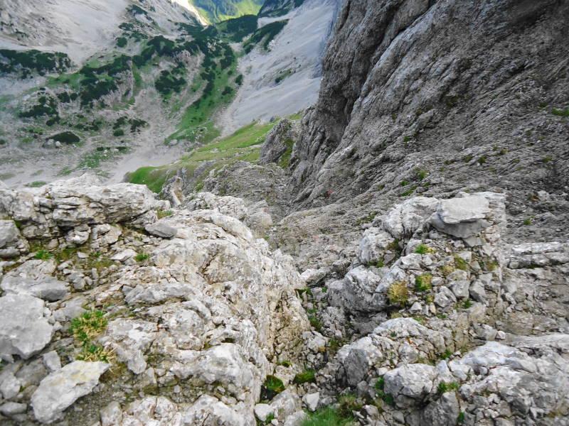 Foto: Günter Siegl / Wander Tour / Von Norden auf die Ackerlspitze / Obacht wie hier bei feuchtem, rutschigem Fels! Absturzgelände! / 10.08.2016 20:03:24