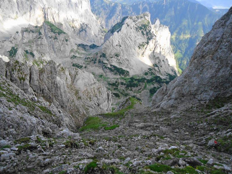 Foto: Günter Siegl / Wander Tour / Von Norden auf die Ackerlspitze / Steiles Schrofengelände gegen Ende / 10.08.2016 20:01:44