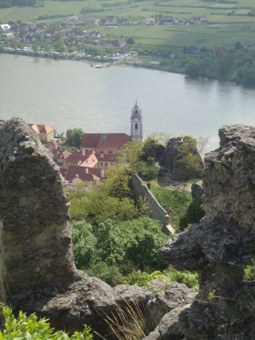 Foto: Wolfgang Dröthandl / Wander Tour / Vogelberg-Schloßberg - Runde / Tiefblick auf Donau und Dürnstein / 08.05.2017 09:35:23