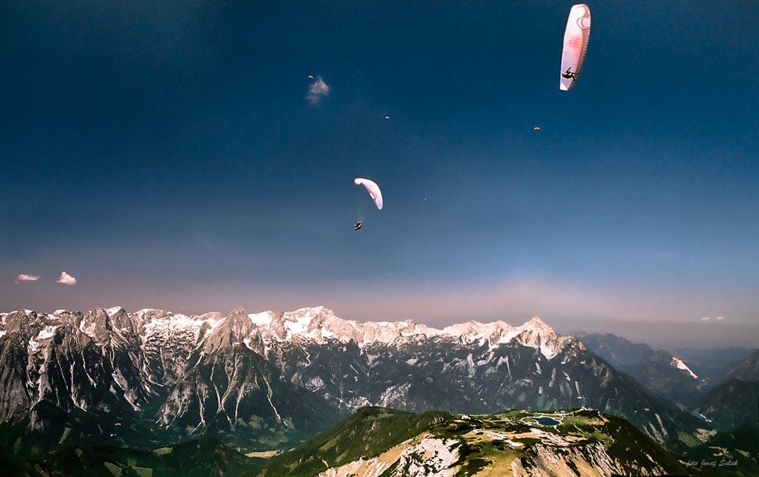 Foto: saljur / Wander Tour / Schrocken N-Grat / Gipfelblick mit Paragleitern / 25.06.2014 12:18:47