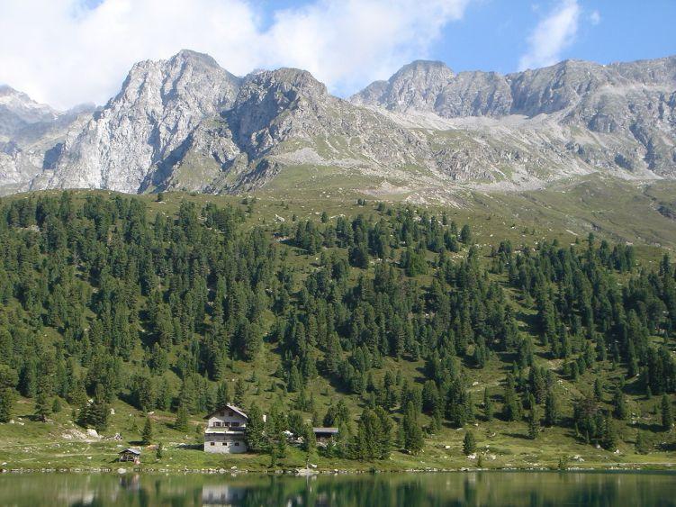 Foto: Manfred Karl / Wandertour / Almerhornrunde / Großes und Kleines Mandl, rechts der Bildmitte das Almerhorn vom Obersee aus gesehen / 03.06.2008 16:25:32