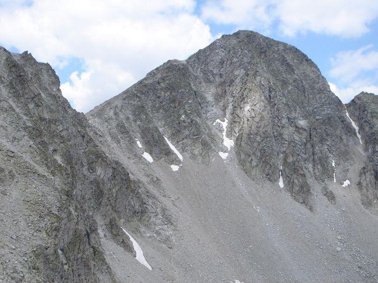 Foto: Manfred Karl / Wandertour / Almerhornrunde / Almerhorn vom Großen Mandl, der Anstieg führt in die Jägerscharte und nach rechts auf den Gipfel / 03.06.2008 16:15:26