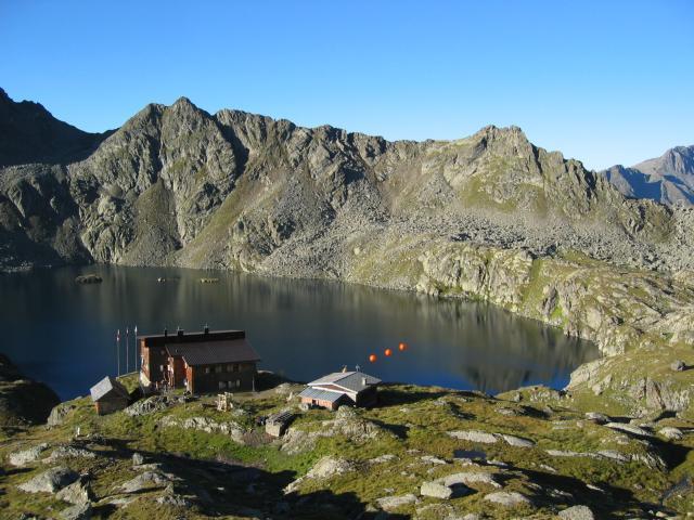 Foto: pepi4813 / Wander Tour / Von der Wangenitzseehütte auf das Petzeck / Wangenitzsee mit Hütte / 13.08.2009 10:08:57