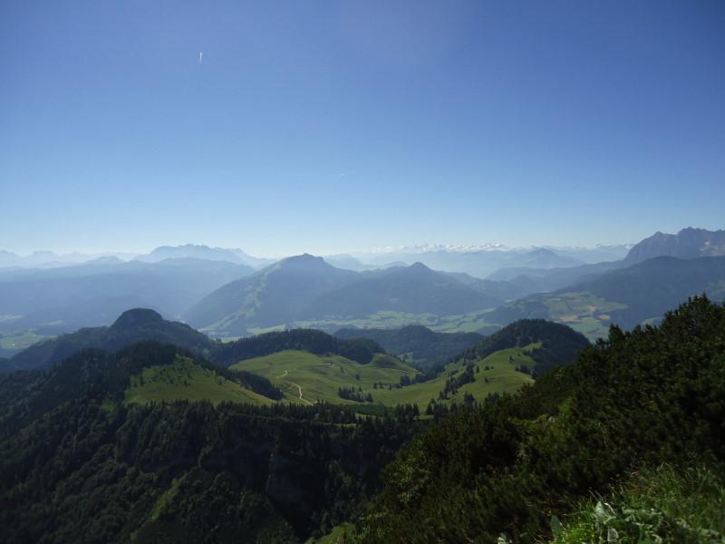 Foto: Günter Siegl / Wander Tour / Vom Walchsee auf den Breitenstein / Links Rudersburg, mittig Unterberghorn / 15.07.2016 21:45:25