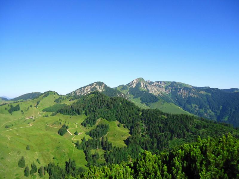Foto: Günter Siegl / Wandertour / Von Ettenhausen auf den Geigelstein / rechts Geigelstein (Aufnahme Rudersburg) / 15.07.2016 22:00:16