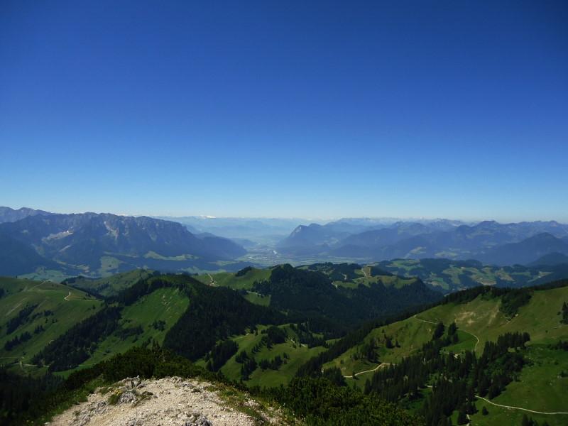 Foto: Günter Siegl / Wandertour / Von Ettenhausen auf den Geigelstein / Kufstein in Bildmitte, ganz hinten Olperer / 15.07.2016 21:58:03