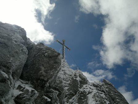 Foto: goldengel80 / Wander Tour / Auf die Kampenwand / Gipfelkreuz Kampenwand / 05.05.2014 18:19:21