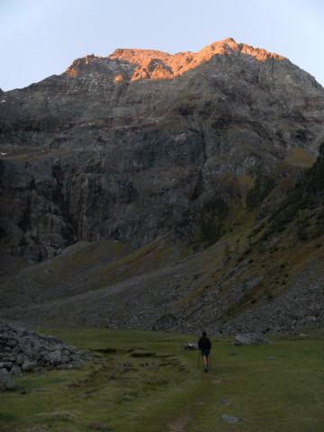 Foto: Wolfgang Lauschensky / Wander Tour / Hochgolling - über den NW-Grat / erste Sonnenstrahlen am NW-Grat aus dem Gollingwinkel / 08.10.2011 16:23:06
