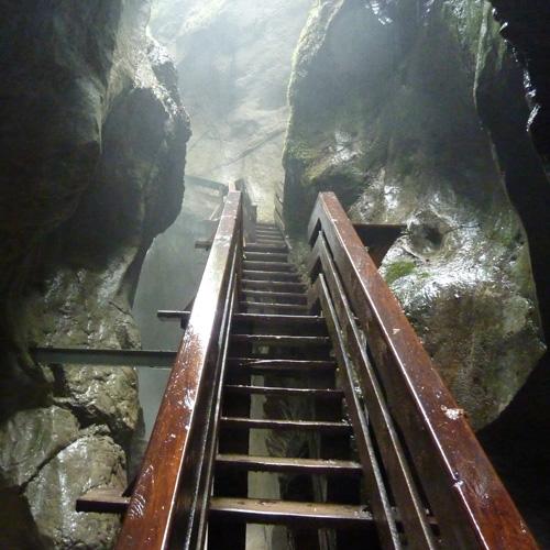 Foto: 518205 / Wander Tour / Durch die Seisenbergklamm nach Pürzelbach / Steg in der Dunkelklamm / 31.08.2011 16:58:10