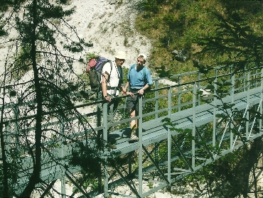 Foto: Wolfgang Dröthandl / Wander Tour / Ötschergräben - Grand Canyon Niederösterreichs / Steg im Bereich der Stierwaschmäuer / 16.05.2011 16:28:40