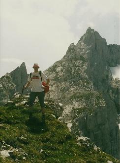Foto: Wolfgang Dröthandl / Wander Tour / Von Kulm auf den Grimming / Im Abstieg, gegen Schartenspitze / 16.05.2011 14:21:45