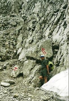 Foto: Wolfgang Dröthandl / Wander Tour / Von Kulm auf den Grimming / Ein- bzw. Ausstieg 'Himmelsleiter', Beginn bzw. Ende der Schrofenkletterei im Großen Kar / 16.05.2011 14:21:00