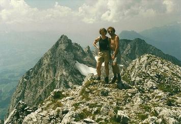 Foto: Wolfgang Dröthandl / Wander Tour / Von Kulm auf den Grimming / Blick vom Gipfel nach Westen auf Ennstal, Schartenspitze und Dachstein / 16.05.2011 14:33:00