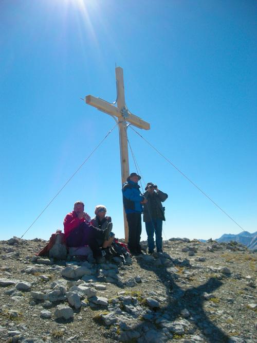 Foto: Redaktion Salzburg / Wander Tour / Von der Sticklerhütte auf das Weißeck / Das neu errichtete Gipfelkreuz des Weisseck / 15.07.2009 10:30:11