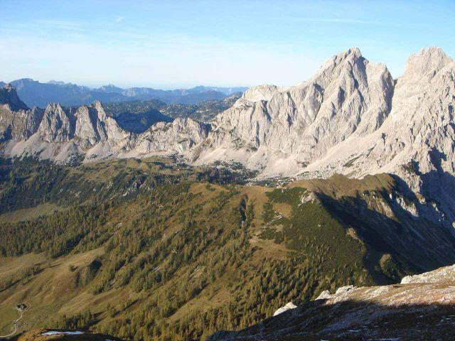 Foto: Manfred Karl / Wander Tour / Rötelstein-Überschreitung / Blick vom Gipfel zum Sulzenhals, Gosaustein, Hochkesselkopf, Eiskarlspitz / 02.05.2008 20:09:15