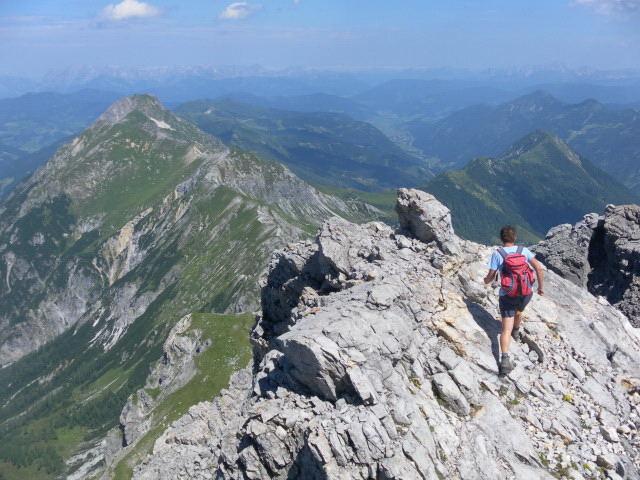Foto: Wolfgang Lauschensky / Wander Tour / Neukarsee und Faulkogel / Gratabstieg. Links der Grat zum Kraxenkogel, rechts Schilcheck und Benzeck / 05.08.2012 22:18:07