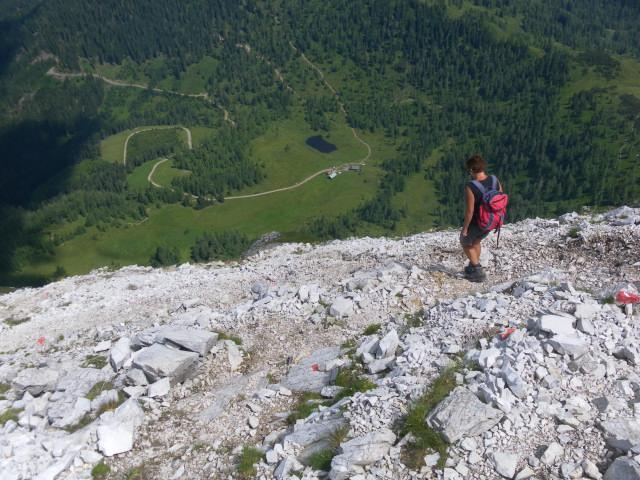 Foto: Wolfgang Lauschensky / Wander Tour / Blauer See und Ennskraxen / Steinkarhütten beim Abstieg in der Nordflanke / 22.07.2011 17:52:52