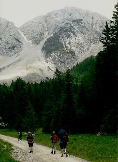 Foto: Wolfgang Dröthandl / Wander Tour / Vom Bodental auf den Hochstuhl / Abstieg von der Klagenfurter Hütte zur Stouhütte, Johannsenruhe, Blick zum Hochstuhl - Kamm / 16.05.2011 16:46:59