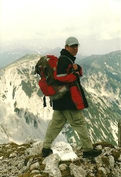 Foto: Wolfgang Dröthandl / Wander Tour / Vom Bodental auf den Hochstuhl / Blick vom Gipfel Richtung Weinasch - mit einem Fuß in Ö, mit einem in SLO... / 16.05.2011 16:59:27