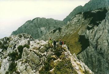 Foto: Wolfgang Dröthandl / Wander Tour / Vom Bodental auf den Hochstuhl / Der kurze Gipfelgrat vom Bielschitzasattel zum Gipfel erfordert Aufmerksamkeit und Trittsicherheit / 16.05.2011 17:06:21