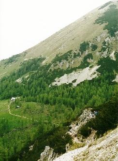 Foto: Wolfgang Dröthandl / Wander Tour / Vom Bodental auf den Hochstuhl / Weg vom Bielschitzasattel zur  Klagenfurter Hütte (links)  / 16.05.2011 16:52:26